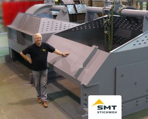 In Thüste in the production hall: The KS 1000 is delivered with a 10 m³ bucket.